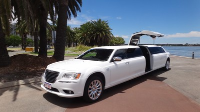 WHITE CHRYSLER STRETCH 300C LIMOUSINE