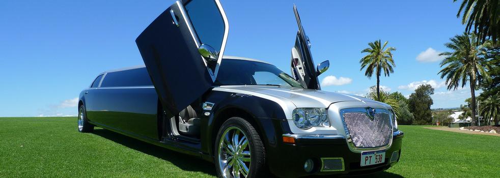black-silver-Chrysler-limousine6